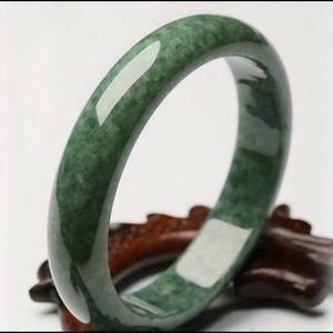 Jade Bandle
